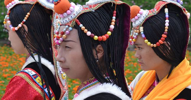 China-girls-wearing-headdress