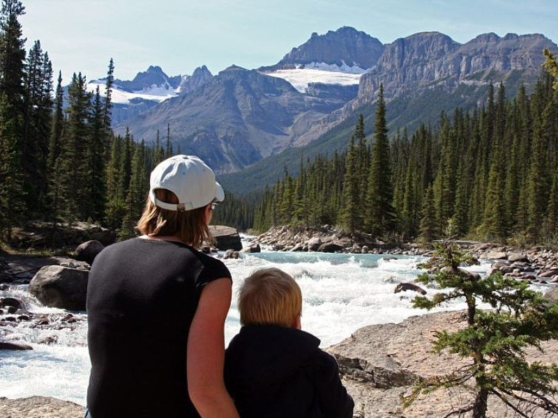 Canada-Icefield-Parkway-Family-Child-Jeanette