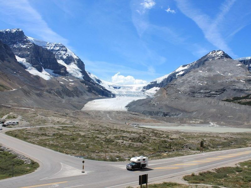 Canada-Icefield-Parkway-Road-Car