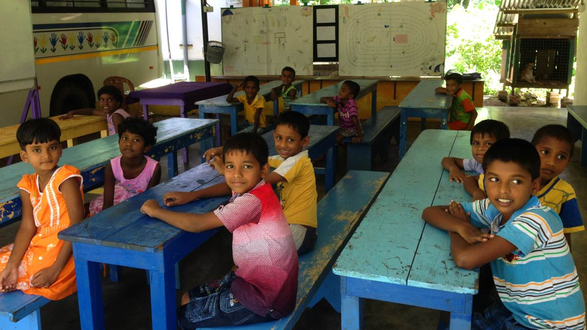 Sri-Lanka-Bentota-Local-Project-Rainbow-Centre-Classroom (2)