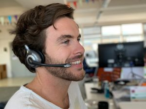 travel specialist miles on the phone to customer