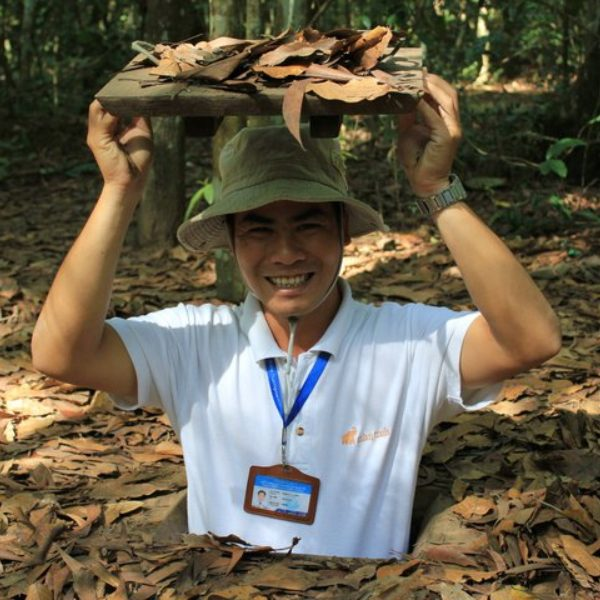 tour guide in the cu chi tunnels