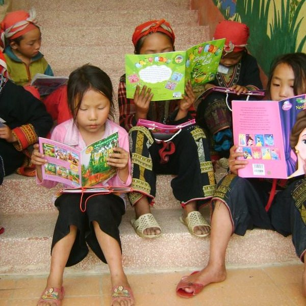 children reading books on the stairs