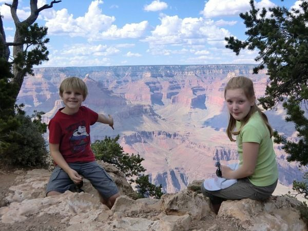 two children family in front of grand canyon