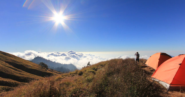 tents pitched on rinjani volcano